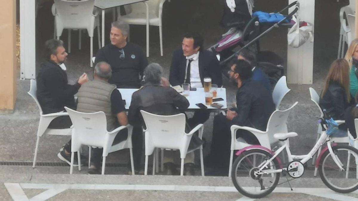 """Kichi pagará voluntariamente una multa por el """"descuido"""" de compartir mesa con seis personas"""