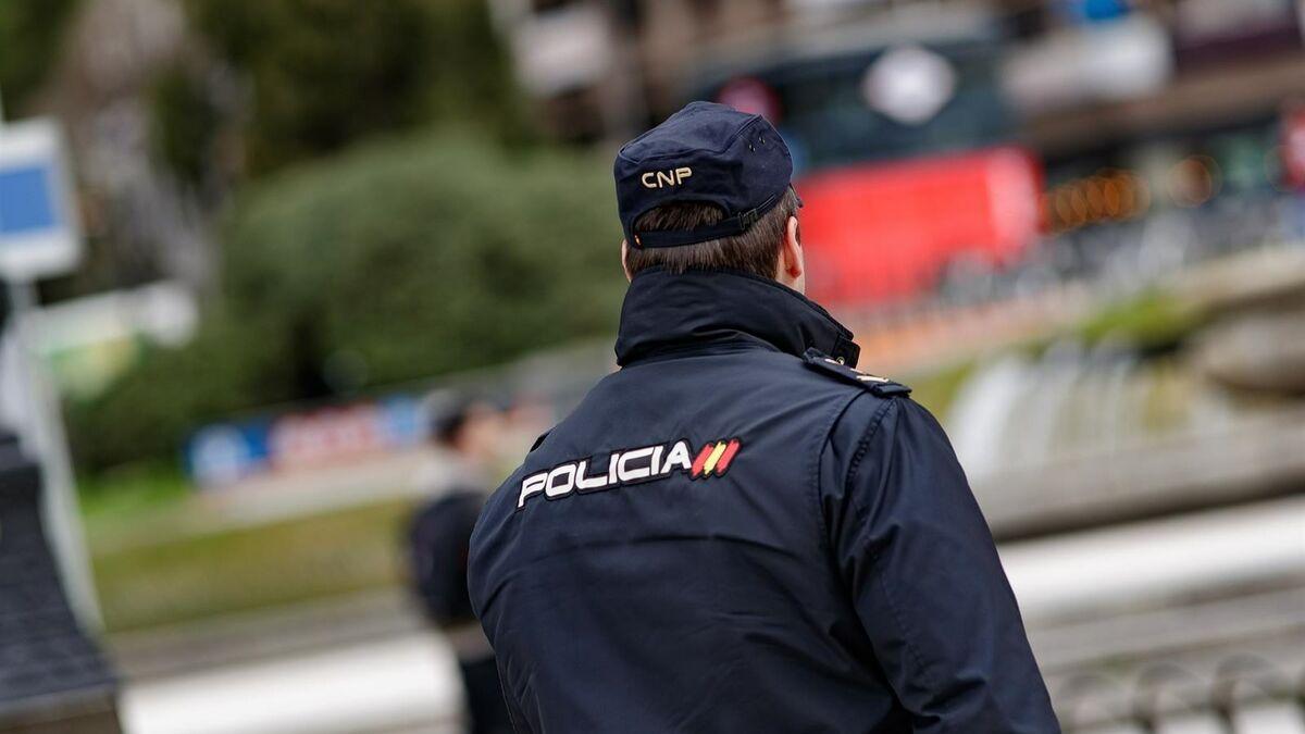 Detenido un hombre en Alicante por morder en el pene a otro que le reprochó un piropo a su novia
