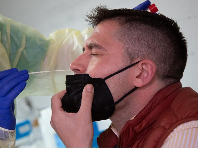 Reino Unido ofrecerá dos pruebas gratuitas de covid a la semana a todos sus ciudadanos