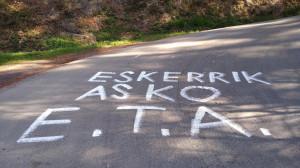 Covite denuncia pintadas a favor de ETA en una de las etapas de la vuelta ciclista en el País Vasco