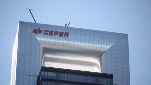 Cepsa ficha a un directivo de Cobra en plena venta a Vinci para acelerar sus renovables