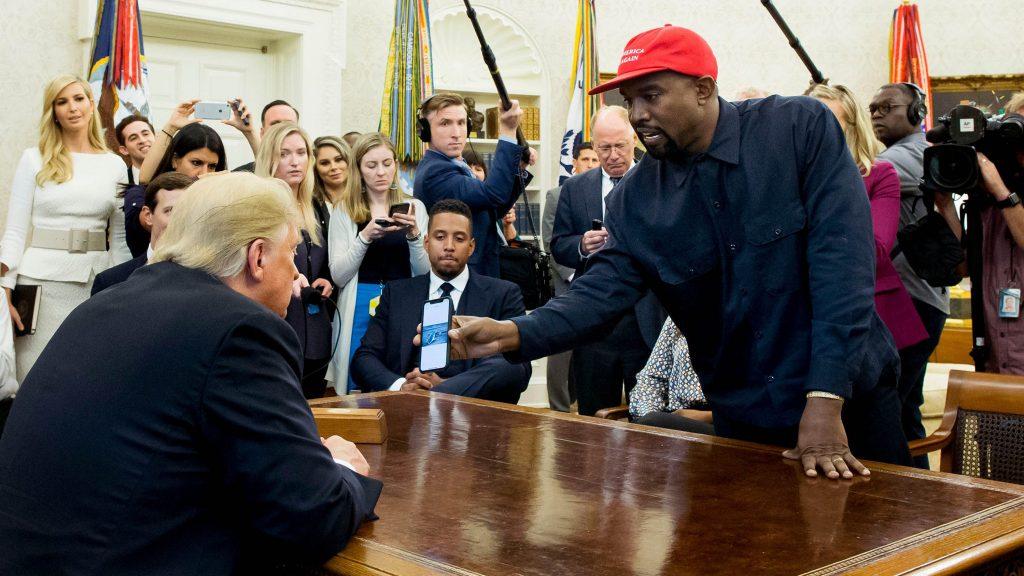 El expresidente de Estados Unidos Donald Trump junto al rapero Kanye west.