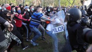 Batalla campal en Vallecas tras un mitin de Vox boicoteado por radicales