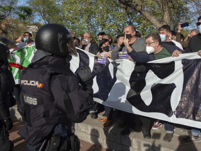 La Policía ha detenido ya a 13 personas por agredir a agentes en los disturbios de Vallecas, algunos bukaneros