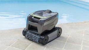 Por qué usar un robot limpiafondos para piscinas