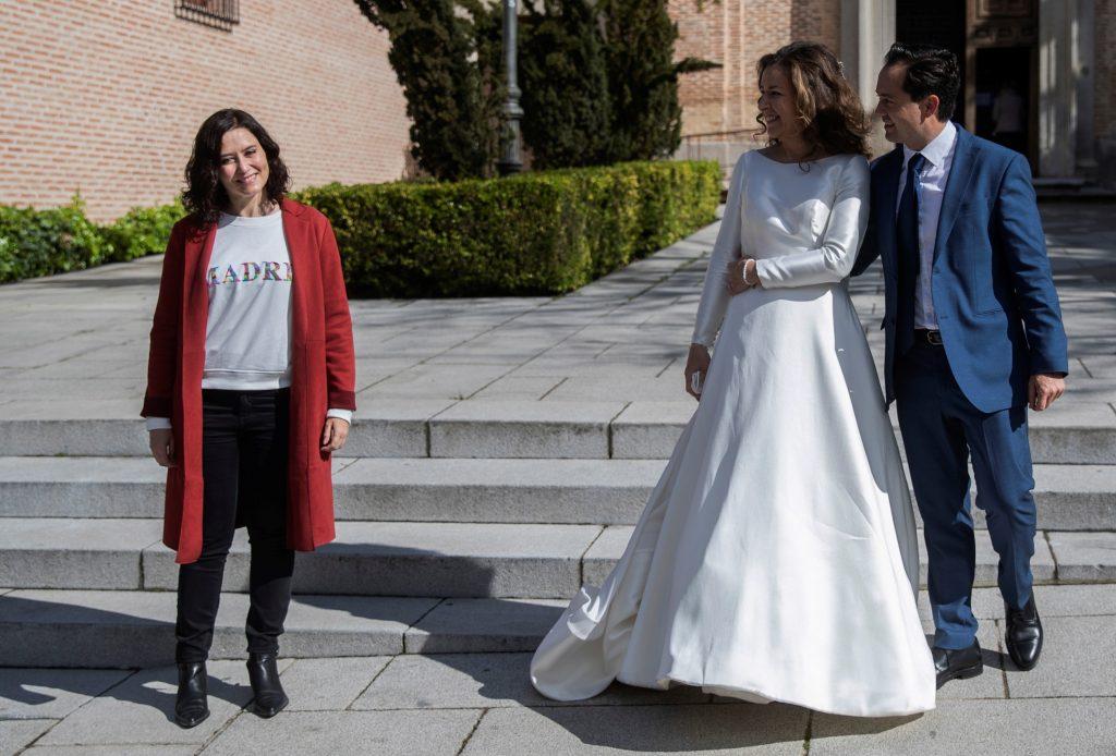 Isabel Díaz Ayuso, se topa con una boda en Boadilla del Monte