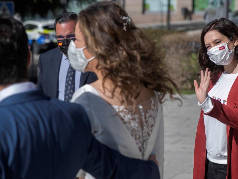 Isabel Díaz Ayuso, la Mahou y el terraceo en Boadilla que acabó en una boda