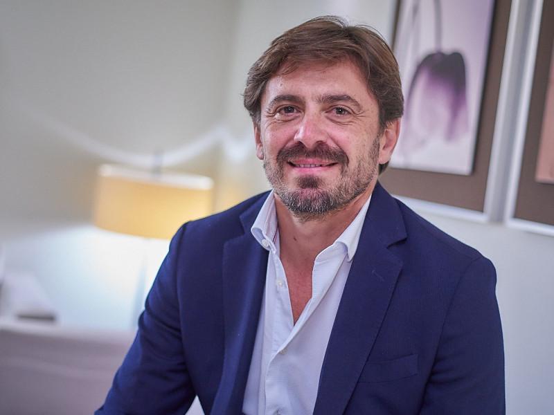 El presidente de la patronal hotelera se presentará a la reelección tras pagar una multa a Hacienda de 585.000 euros