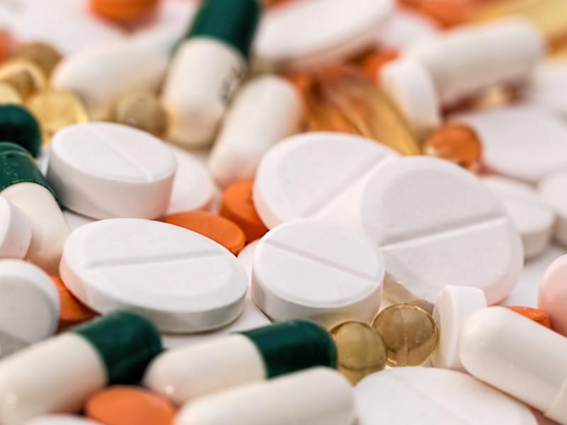 Los efectos adversos de la vacuna de AstraZeneca son inferiores que las de otros fármacos
