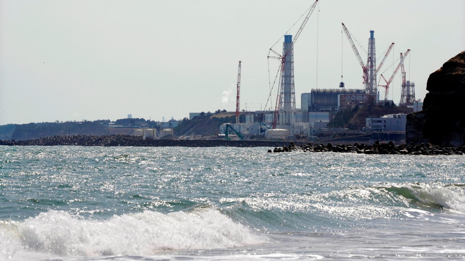 Japón verterá al mar el agua contaminada de Fukushima