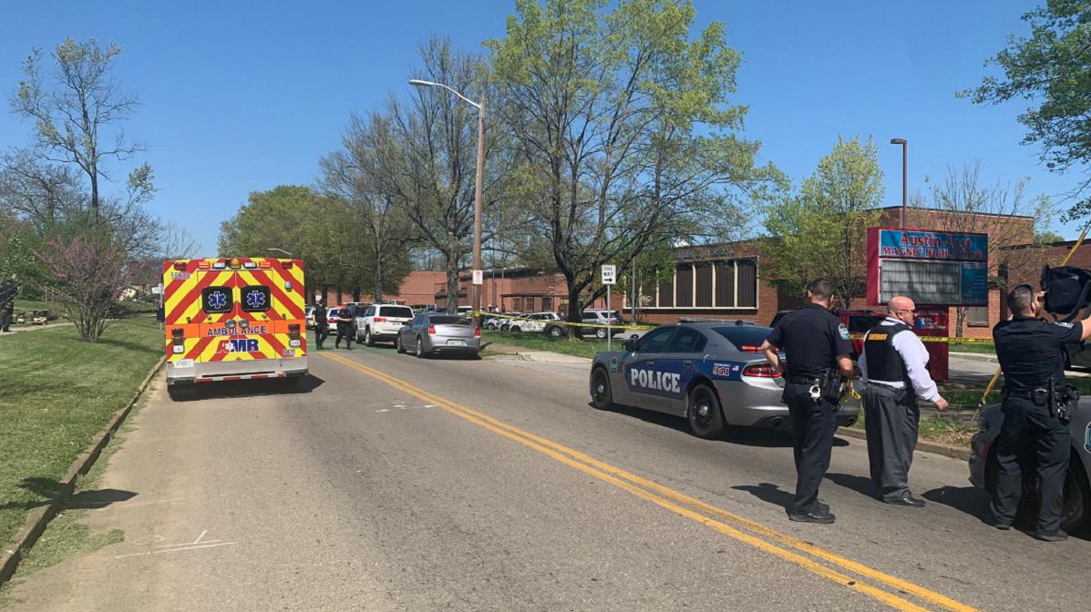 Un muerto y un Policía herido de bala en un tiroteo en un instituto de Tennessee