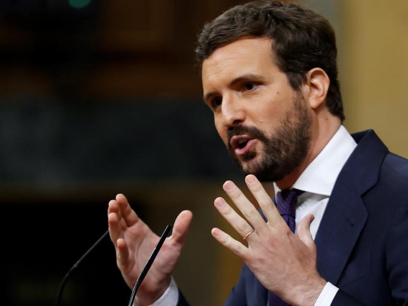 Casado desoye a Aguirre y se lanza a por el votante del PSOE descontento con Sánchez