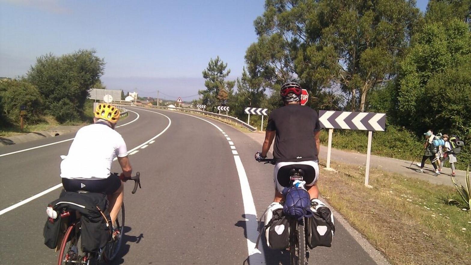 Proponen a la DGT crear un carné específico para poder circular en bicicleta