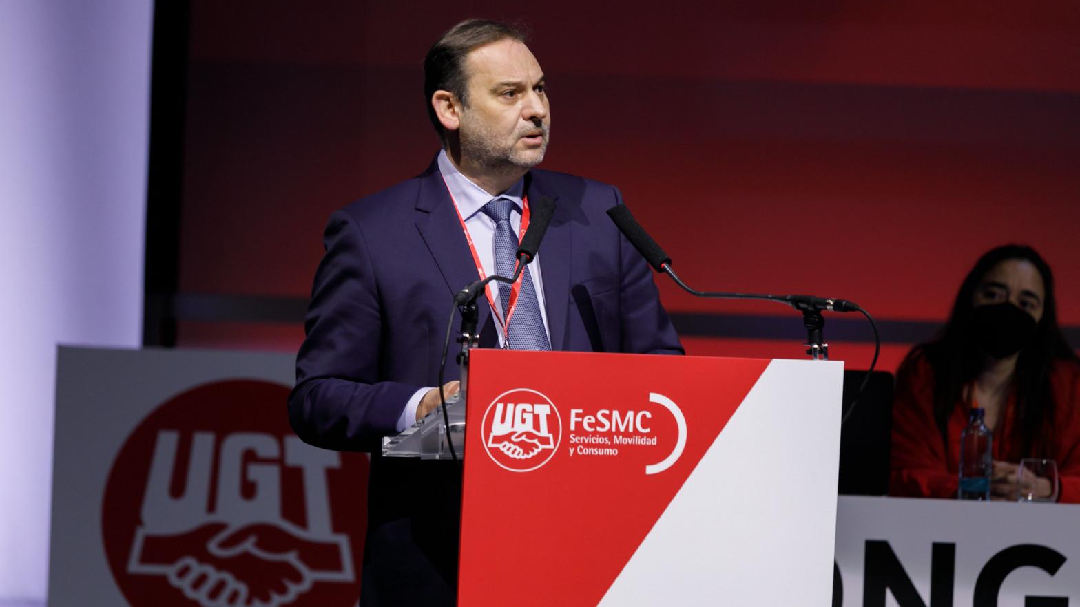 Ábalos aprovecha su agenda de ministro para intentar pacificar el PSOE antes de los congresos