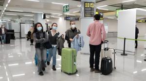 La OCU pide pruebas de covid gratuitas para los viajeros no vacunados