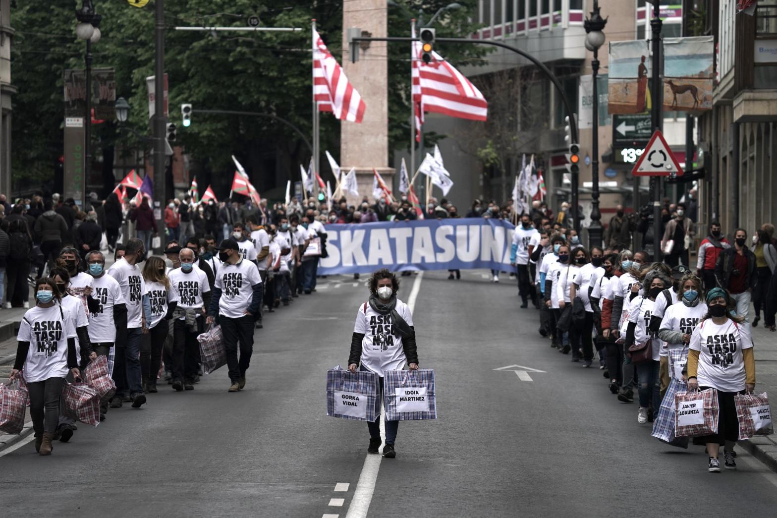 """Miles de personas se manifiestan en el País Vasco por """"la libertad de los presos políticos"""""""