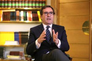 """Garamendi (CEOE) dice que la banca """"tiene que hacer los deberes para ser competitiva"""" ante el ERE en CaixaBank y augura reestructuraciones"""