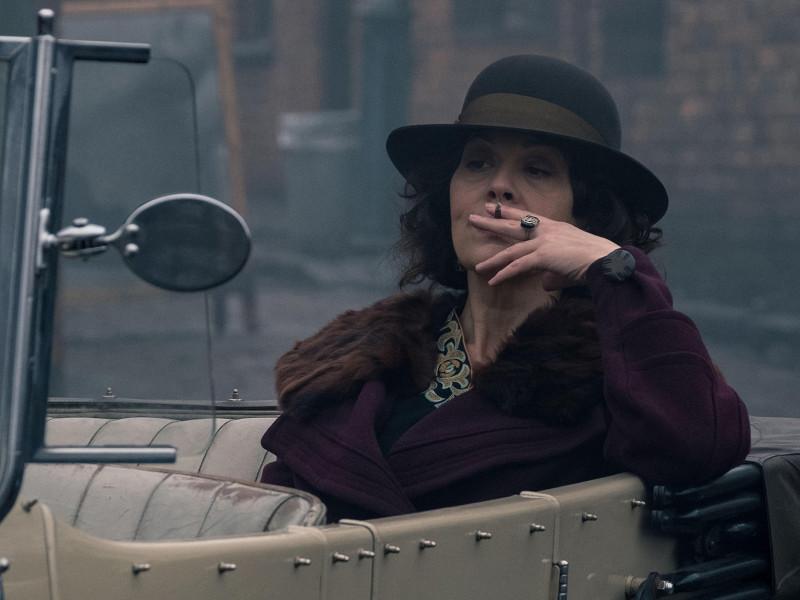 Por qué es necesario recordar a Helen McCrory y a su 'tía Polly' de 'Peaky Blinders'