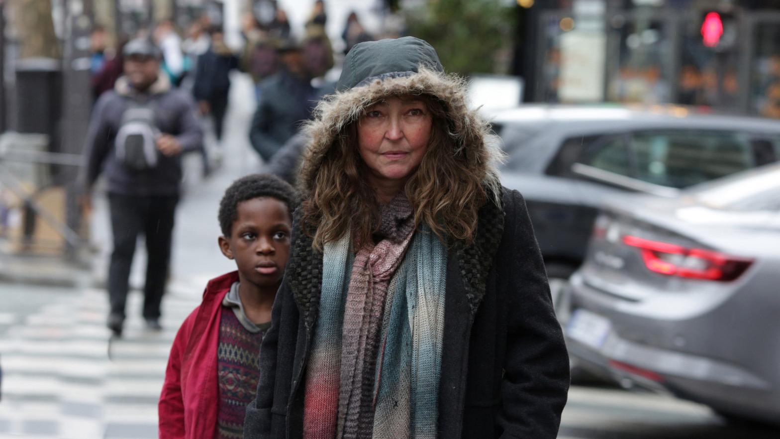 'Bajo las estrellas de París': el drama sobre la epidemia de la aporofobia
