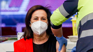 El jefe de la Sanidad Militar fue cesado tras parar una vacunación con AstraZeneca