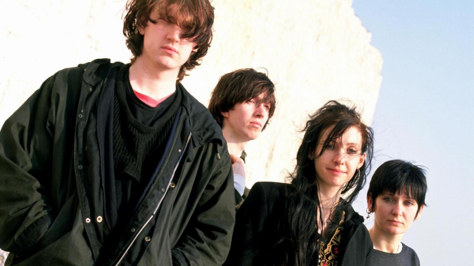 Kevin Shilelds (primero por la izquierda) posando con el resto de My Bloody Valentine