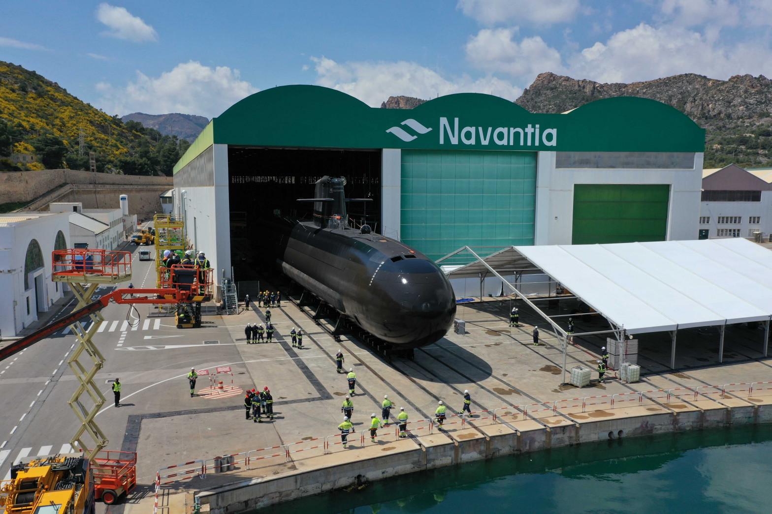 La Armada bota con éxito el submarino 'Isaac Peral' en Cartagena