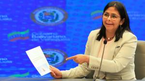 Maduro da plantón a la cumbre iberoamericana y envía a Deldy Rodríguez.