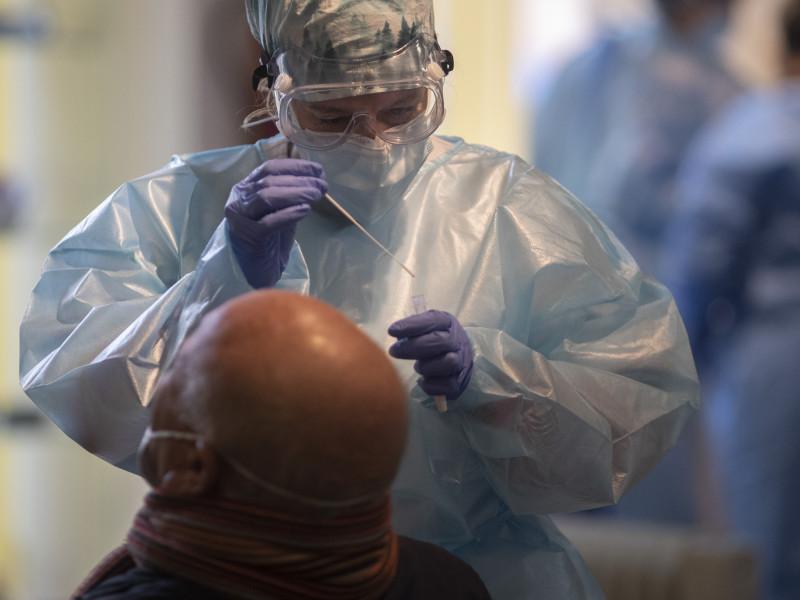 La incidencia baja hasta 120 aunque sube en 11 comunidades y se registran 30 muertos