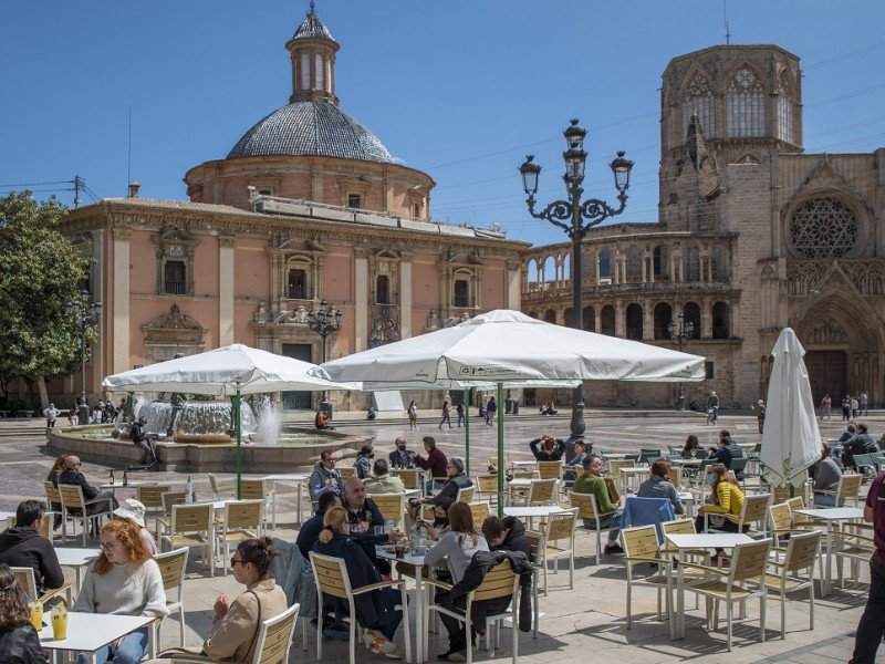 Valencia amplía el horario de apertura de la hostelería y los comercios hasta las 22 horas