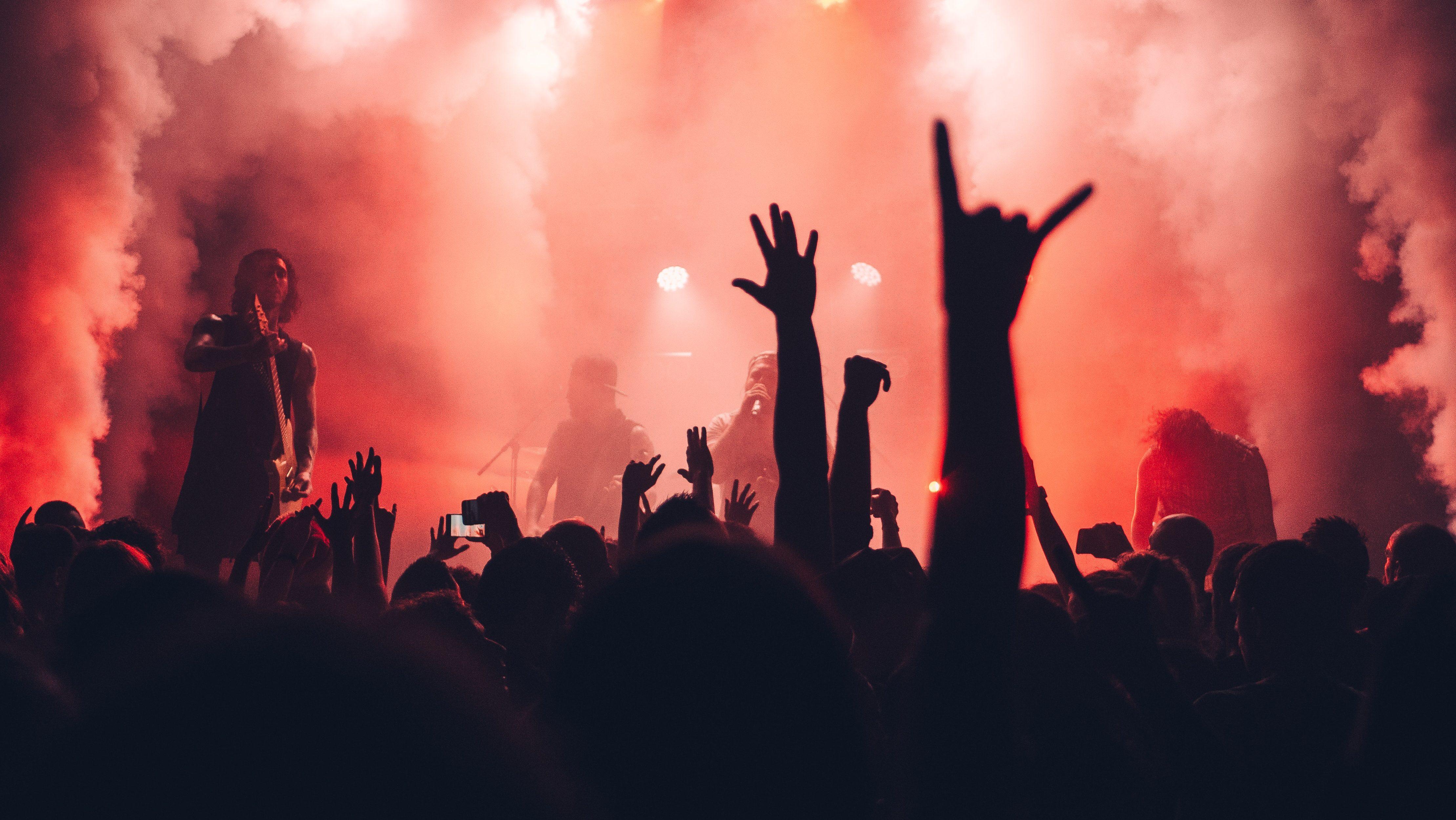 Un concierto de música en vivo.