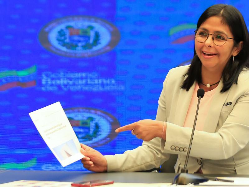 """Delcy Rodríguez pide """"respeto"""" para Nicolás Maduro en la Cumbre Iberoamericana"""