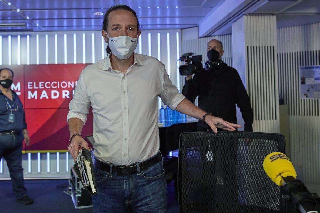 Pablo Iglesias minutos antes de que de comienzo un debate electoral organizado por la cadena SER