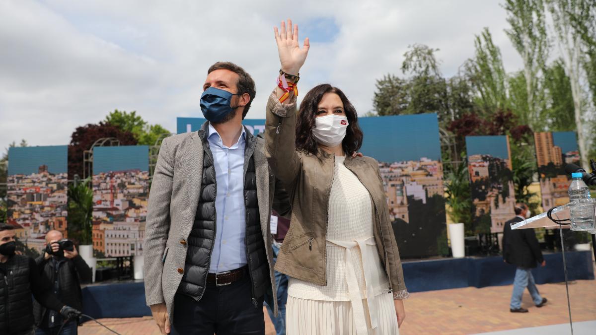 Ayuso y Casado se lanzan a por los votantes del PSOE para amplificar su victoria en Madrid