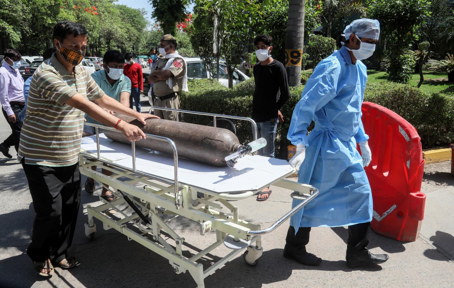 Trabajadores sanitarios en la India.