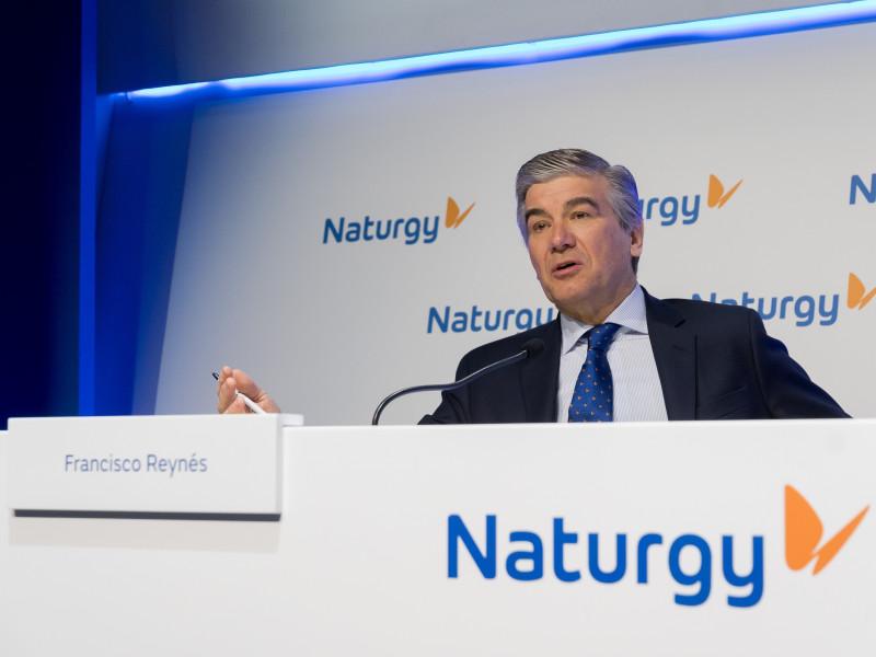 Naturgy se compromete a reducir el recorte de 1.000 empleados y a fichar una empresa de recolocación