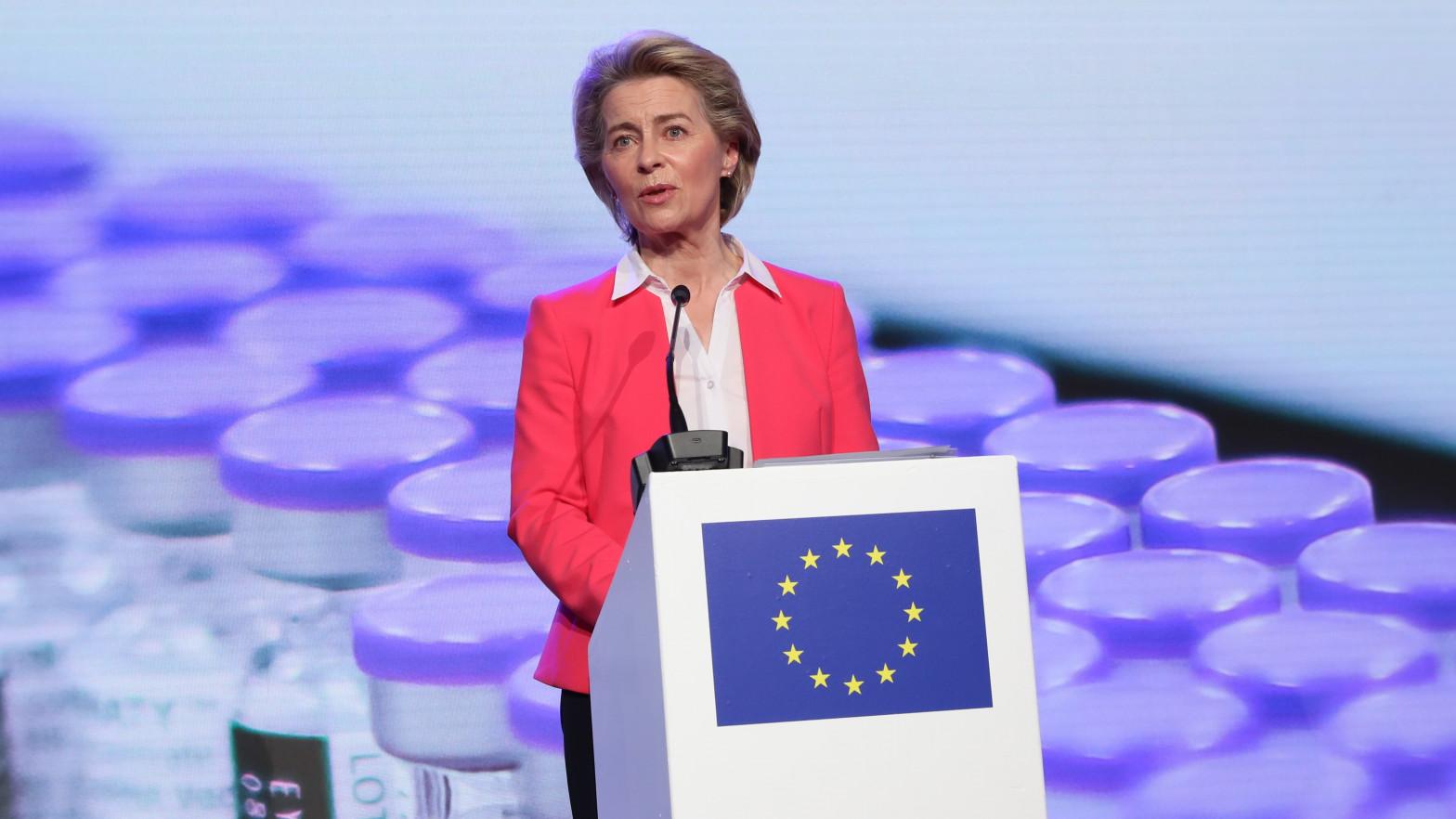 Bruselas prevé que los turistas de EEUU vacunados puedan viajar a la UE este verano