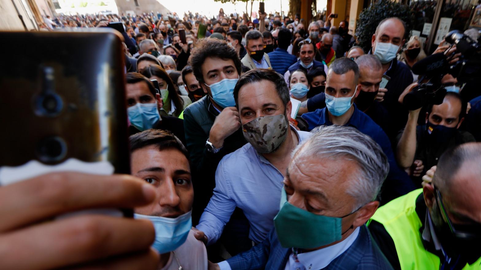 Multan a Vox con 600 euros por incumplir las medidas en la visita de Abascal a Murcia