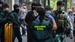 Policía y Guardia Civil, preocupados por dejar Interior a ERC con Torrent y Capella como favoritos
