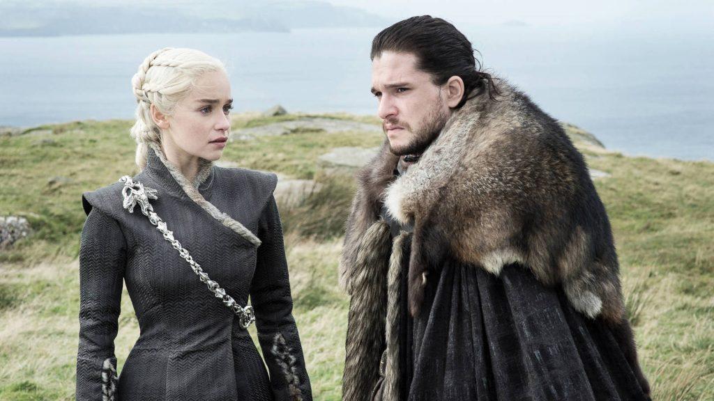 Daenerys Targaryen y John Snow en 'Juego de tronos', serie de la que derivará 'House of the Dragon'.