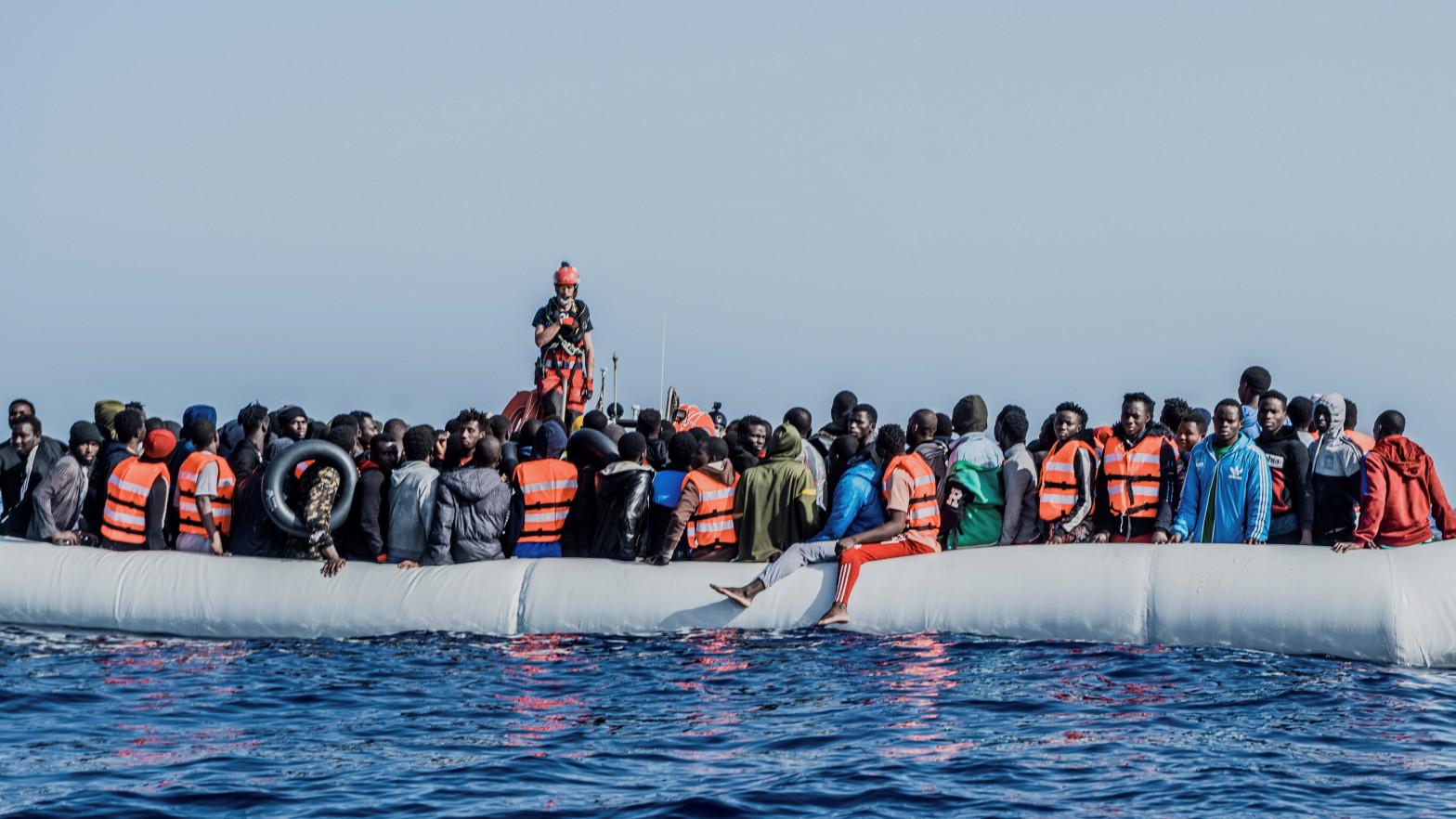 El buque 'Ocean Viking' rescata a 236 migrantes frente a la costa de Libia