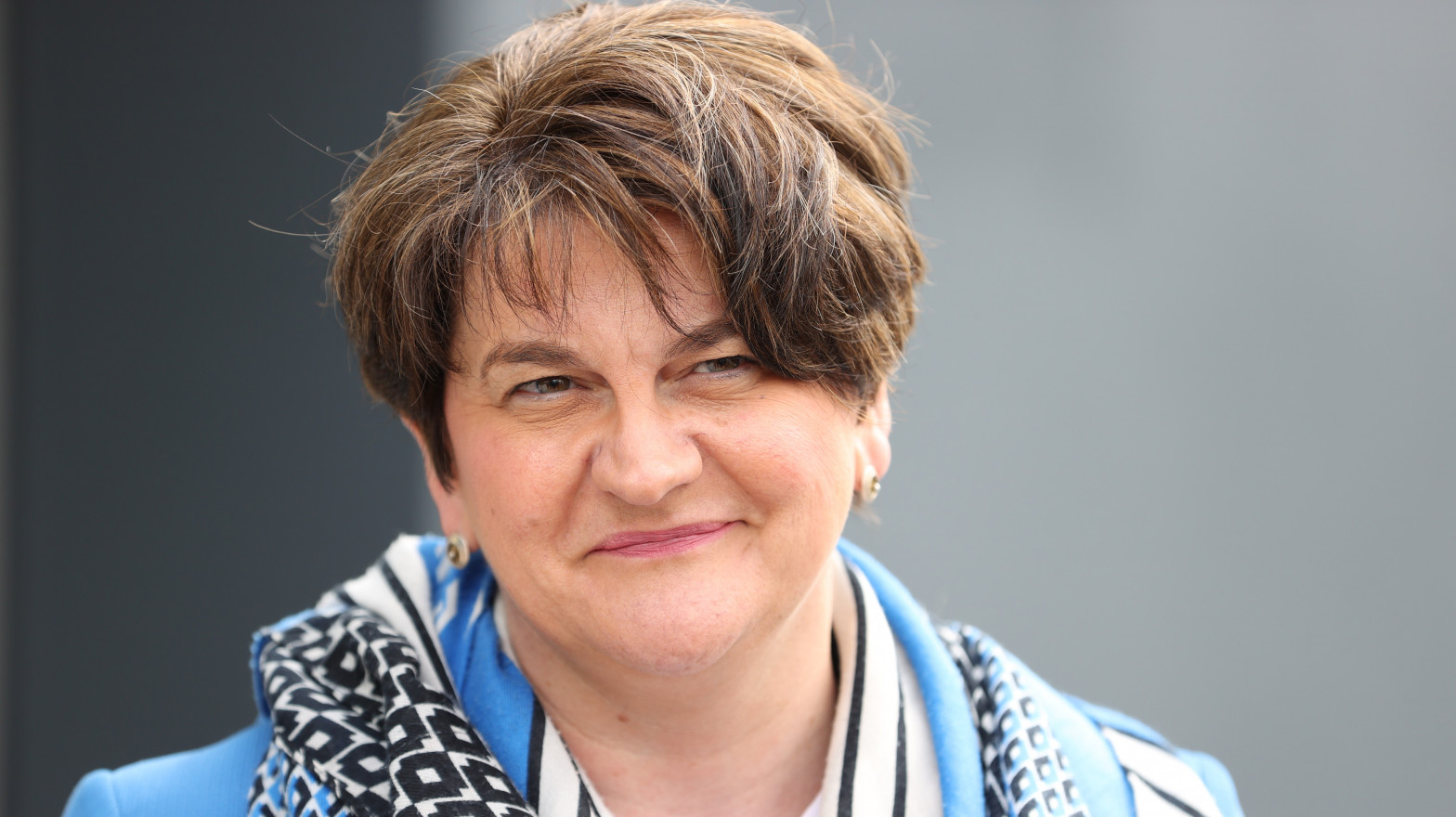 Dimite la ministra principal de Irlanda del Norte tras semanas de altercados y tensiones políticas