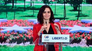 Los últimos sondeos vaticinan que Ayuso podrá formar gobierno sin el apoyo de Vox
