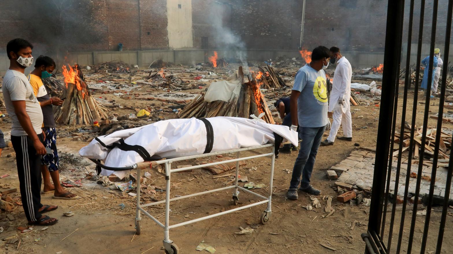 Nuevo récord en India: registra 380.000 casos de covid y 3.600 muertes en un solo día