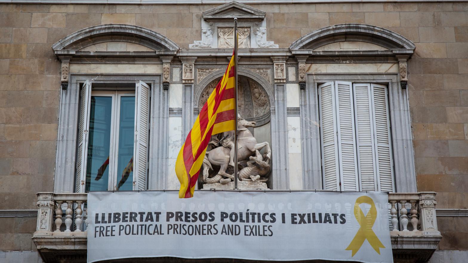"""La Justicia falla que la pancarta por los presos del 1-O en la Generalitat fue """"partidista"""""""