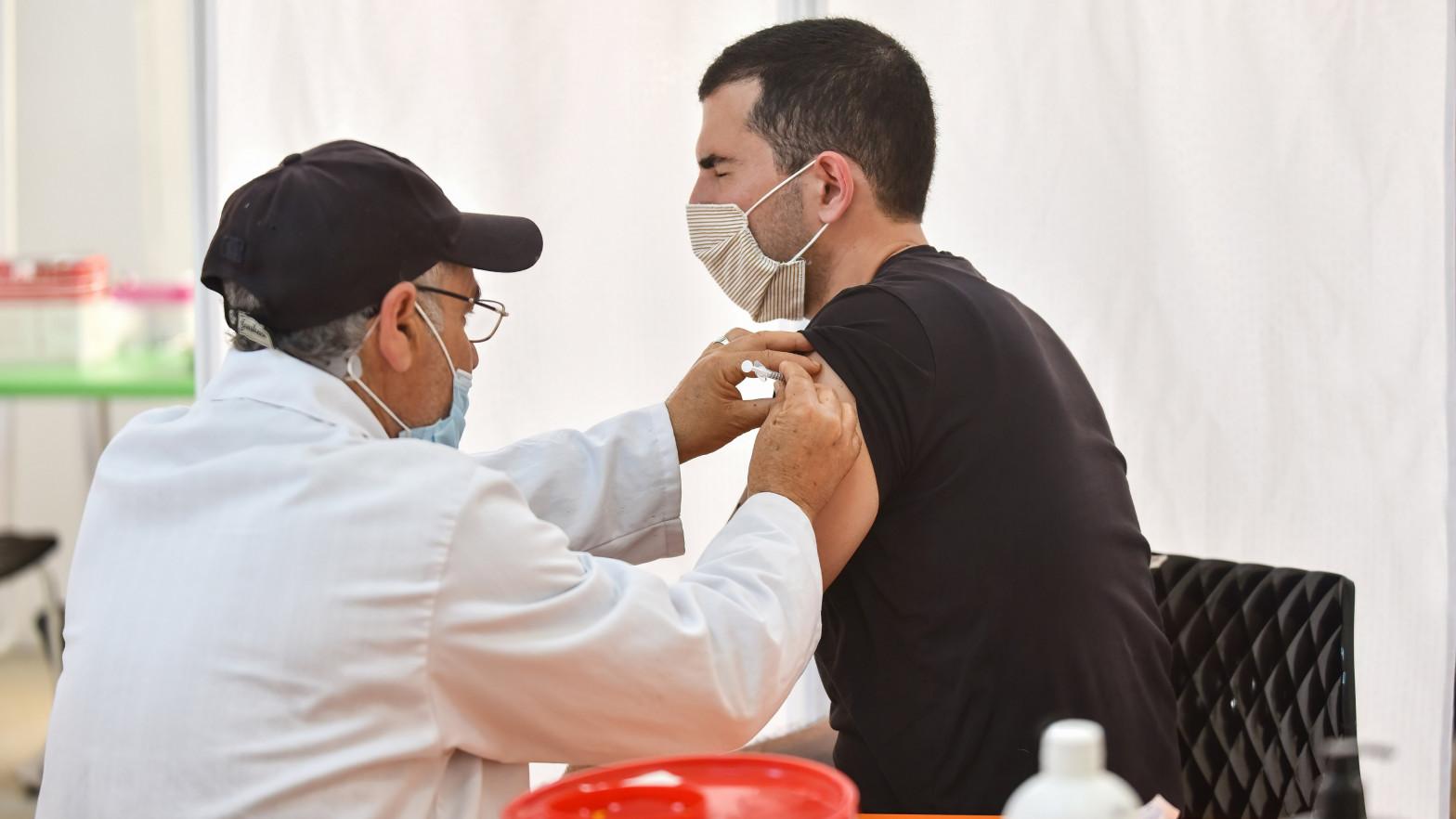 La EMA registra 13 casos de trombos tras vacunarse de Pfizer y Moderna, pero sin abrir una investigación