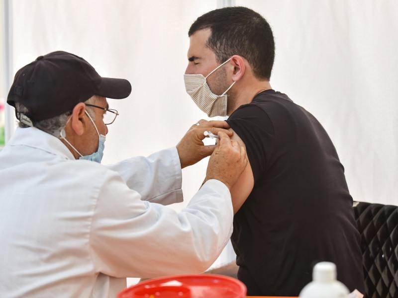 Madrid vacunará a la población entre 40 y 49 años en junio y quiere llegar a menores de 40 en julio