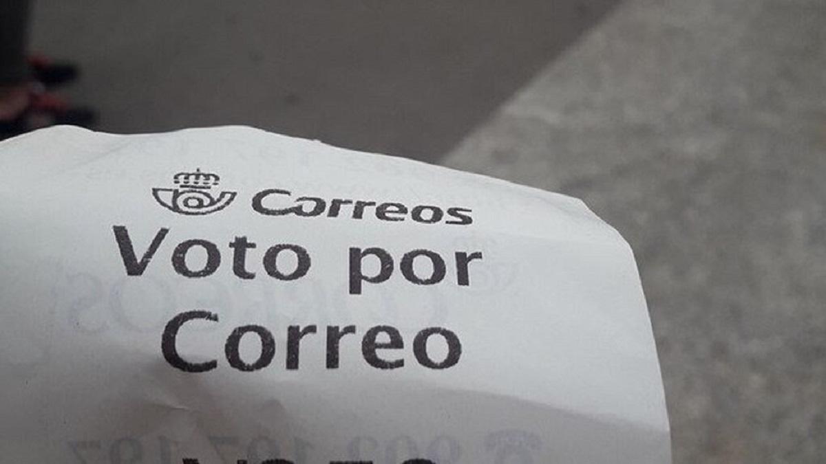 """La Junta Electoral Central ordena a Correos que deje de entregar tickets con """"votos emitidos"""" erróneos"""
