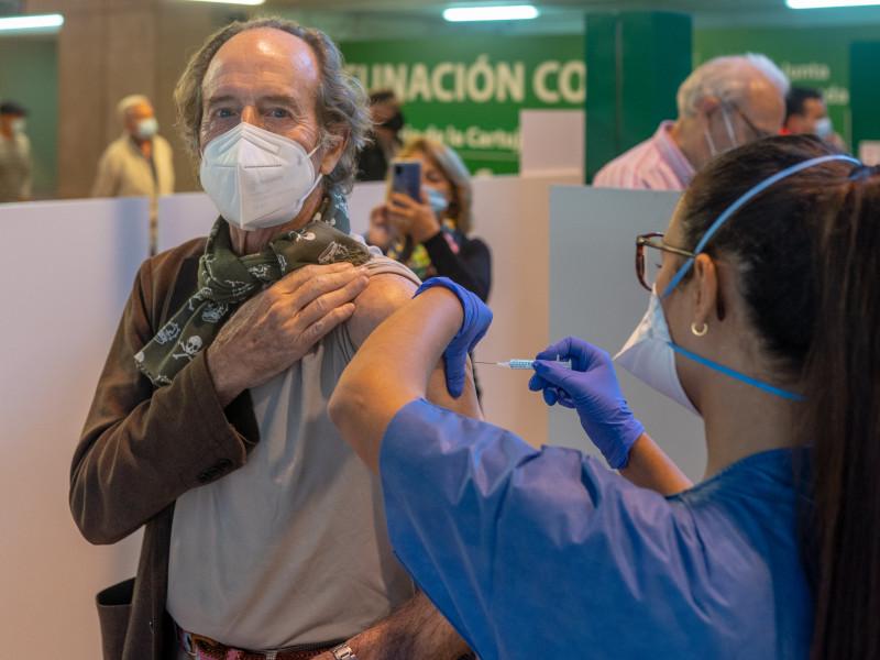 El veto de 12 CCAA a la sanidad privada deja a 7.400 enfermeras sin poner vacunas