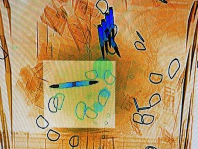 Amenazas de suicidio, piel humana y cartas de amor: los otros sobres que llegan a Moncloa