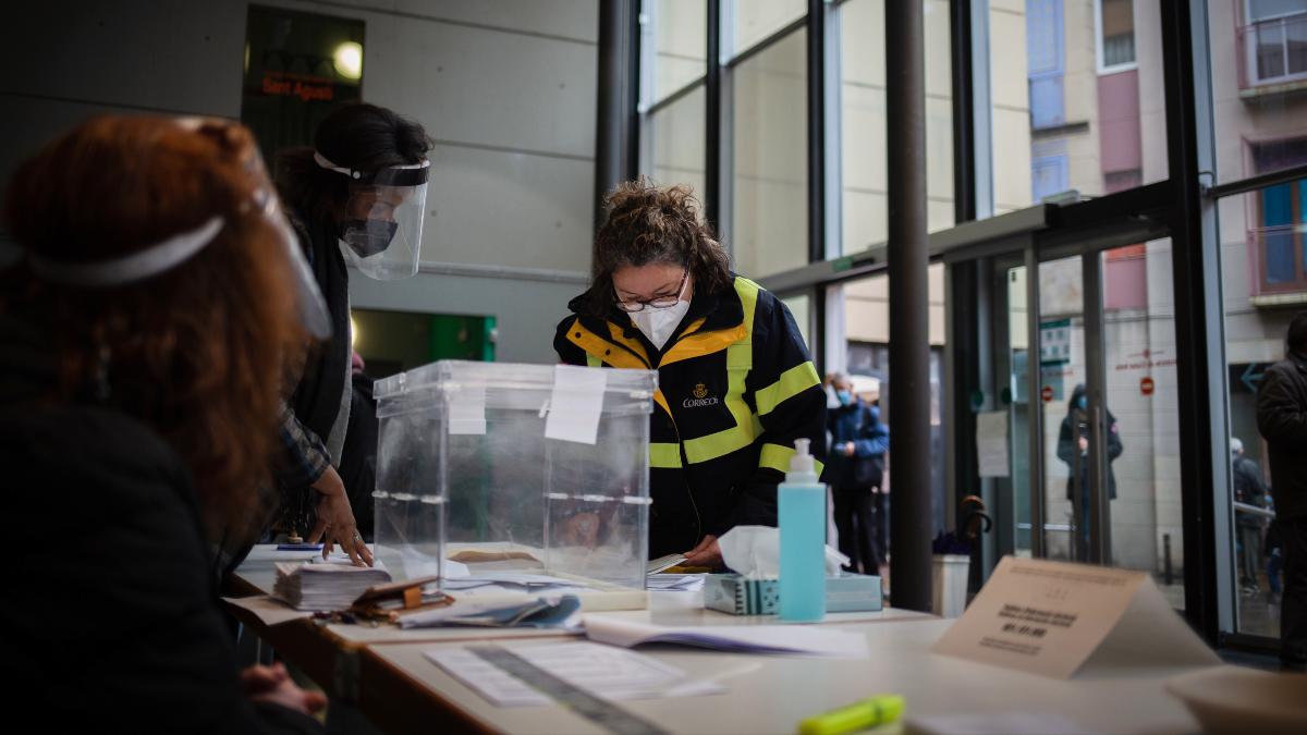 Guía para votar en las elecciones en Madrid: horarios por edades y permisos de trabajo